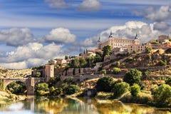 toledo La fortaleza de piedra majestuosa el Alcazar es visible de cualquier parte de la ciudad Imagenes de archivo