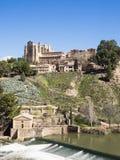 Toledo med Franciscan klosterSan Juan des los Reyes, Spanien arkivbilder