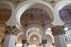 Toledo - Mudejar archs od synagoga Santa Maria losu angeles Blanca. Obraz Stock