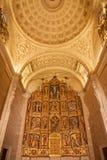 Toledo - o altar principal policromo da igreja romana de San tem uma torre construída no estilo arquitetónico mudejar no 13o centa Fotografia de Stock Royalty Free
