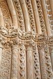 Toledo - södra gotisk portal av domkyrkan Primada Santa Maria de Toledo på natten Royaltyfria Bilder