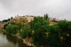 Toledo Spain på en molnig dag royaltyfri bild