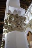 Toledo Spanien, Maj, 08, 2017 Sinagoga de Santa Maria La Blanca sten som snider, Toledo, Spanien Detta är ett exempel av judekult Arkivfoton