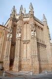 Toledo - östlig fasad av Monasterio San Juan de los Reyes eller kloster av St John av konungarna Arkivfoton