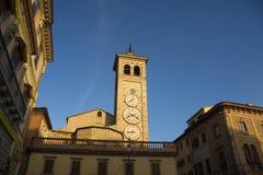 Tolentino, la torre degli orologi fotografie stock libere da diritti