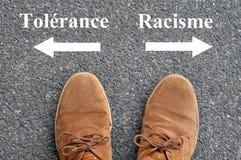 Tolerancja i rasizm pisać w Francuskim na bitumu royalty ilustracja