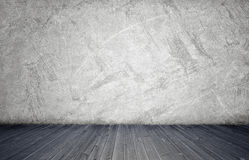 Tolkning av inre med den vita betongväggen och trägolvet Royaltyfria Bilder