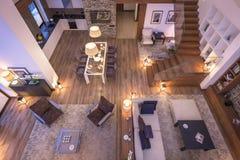 tolkning 3D av aftonvardagsrum av chalet Fotografering för Bildbyråer