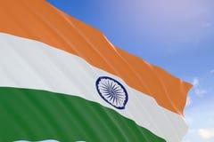 tolkning 3D av den Indien flaggan som vinkar på bakgrund för blå himmel Royaltyfria Foton