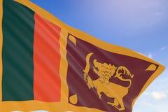 tolkning 3D av den Sri Lanka flaggan som vinkar på bakgrund för blå himmel, Royaltyfri Foto