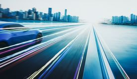 tolkning 3D av en bil för märkes-mindreblåttsport med ljus effekt och rörelsesuddighet Arkivbild