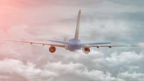 tolkning 3D av ett kommersiellt flygplan p? flyg ?ver molnen royaltyfri illustrationer