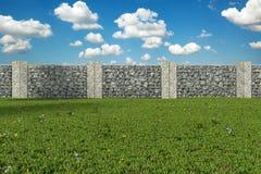 tolkning 3d av gräsplanträdgården med gabione Royaltyfria Bilder
