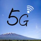 tolkning 3D av kommunikationen 5G med trevlig bakgrund Arkivbild