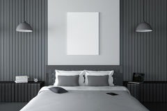 tolkning 3D: illustration av den moderna trähusinre sängrumdel av huset Rymligt sovrum i wood stil Royaltyfria Foton