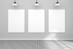 tolkning 3D: illustration av den vita affischen som hänger på väggen i tomt rum utrymme för din text och bild Produktskärm Royaltyfria Bilder