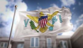 Tolkning för United States Virgin Islands flagga 3D på byggande för blå himmel stock illustrationer