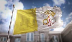 Tolkning för Vatican City flagga 3D på byggnadsbakgrund för blå himmel Arkivbild