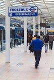 Tolleybus sbarca l'area alla stazione degli autobus di Quitumbe a Quito, Ecuador Fotografia Stock