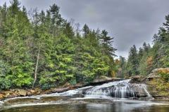Tolliver下跌在阿巴拉契亚山脉的瀑布在秋天 库存图片