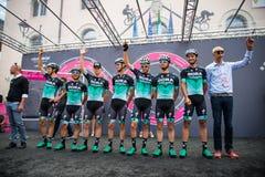Tolmezzo, Italia 20 de mayo de 2018: El equipo completo de Bora Hansgrohe en la etapa de la firma imagen de archivo