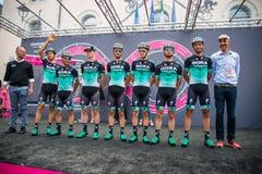 Tolmezzo, Italia 20 de mayo de 2018: El equipo completo de Bora Hansgrohe en la etapa de la firma fotografía de archivo libre de regalías