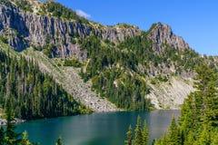 Tolmie szczytu ślad przy góra Dżdżystym parkiem narodowym fotografia royalty free