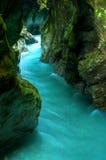 Tolminka alpin flod i Slovenien Arkivfoton