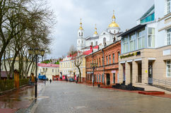 Tolstoy ulica przegapia Świętą Dormition katedrę, Vitebsk, Był Zdjęcie Stock