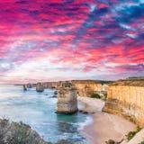 Tolv apostlar på soluppgång, fantastiskt naturligt landskap av den stora nollan Arkivfoton