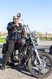 TOLYATTI, ROSJA, MAJ 09, 2018: przedstawienie rowerzyści dedykujący zwycięstwo dzień fotografia stock