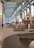 Tolyatti, Russie, le 8 septembre 2005 : Salle des machines de centrale hydroélectrique image stock