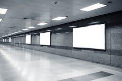 Tom åtlöje upp den ljusa asken för affischtavlabaner i gångtunnelstation Royaltyfria Foton