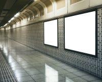 Tom åtlöje upp den ljusa asken för affischtavlabaner i gångtunnelstation Arkivfoton