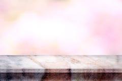 Tom överkant av den naturliga marmortabellen med abstrakt suddig backgrou Royaltyfria Bilder
