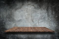 Tom överkant av naturlig stenhyllor och bakgrund för stenvägg royaltyfria bilder