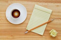 tom anteckningsbok för kaffekopp Royaltyfria Bilder