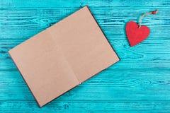 Tom anteckningsbok med bruna sidor Open bokar med tomma sidor royaltyfria foton