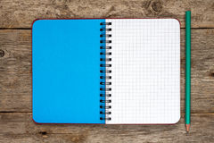 Tom anteckningsbok med en blyertspenna Royaltyfria Foton