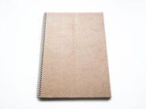 Tom anteckningsbok med kraft pappräkningen och spiralen, modell Arkivbilder