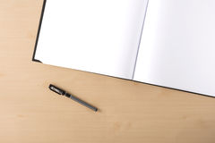 Tom artbook för vit på tabellen Arkivfoto
