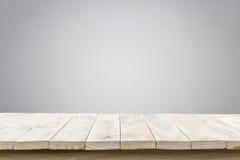 Tom bästa trätabell och naturlig bakgrund för stenvägg Royaltyfri Fotografi