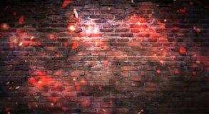 Tom bakgrund för tegelstenvägg, nattsikt, neonljus, strålar royaltyfria bilder