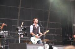 Tom Barman, der Live mit der Deus-Band an Pohoda-Festival, Trencin, Slowakei - 8. Juli 2011 singt und spielt stockbilder