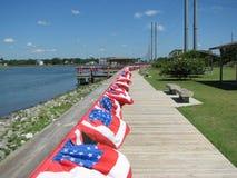 Tom boardwalk med Fourth av Juli flaggor Fotografering för Bildbyråer