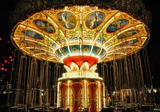 Tom chain karusell/färgrik upplyst chain karusell Royaltyfri Foto