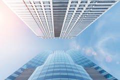Tom da cor do vintage Por do sol sobre arranha-céus, CCB moderno do negócio Fotos de Stock Royalty Free