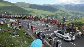 Tom Dumoulin in de Bergen van de Pyreneeën - Ronde van Frankrijk 2014 stock video