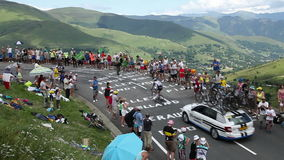 Tom Dumoulin i Pyrenees berg - Tour de France 2014 stock video