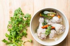 Tom Gai Yum, Północna Stylowa Korzenna kurczak polewka Zdjęcie Stock